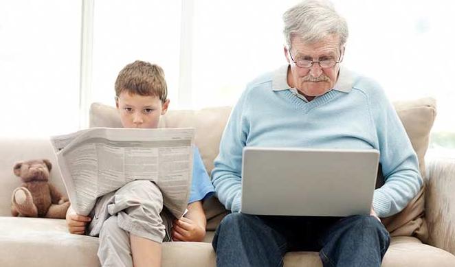 nonno al computer