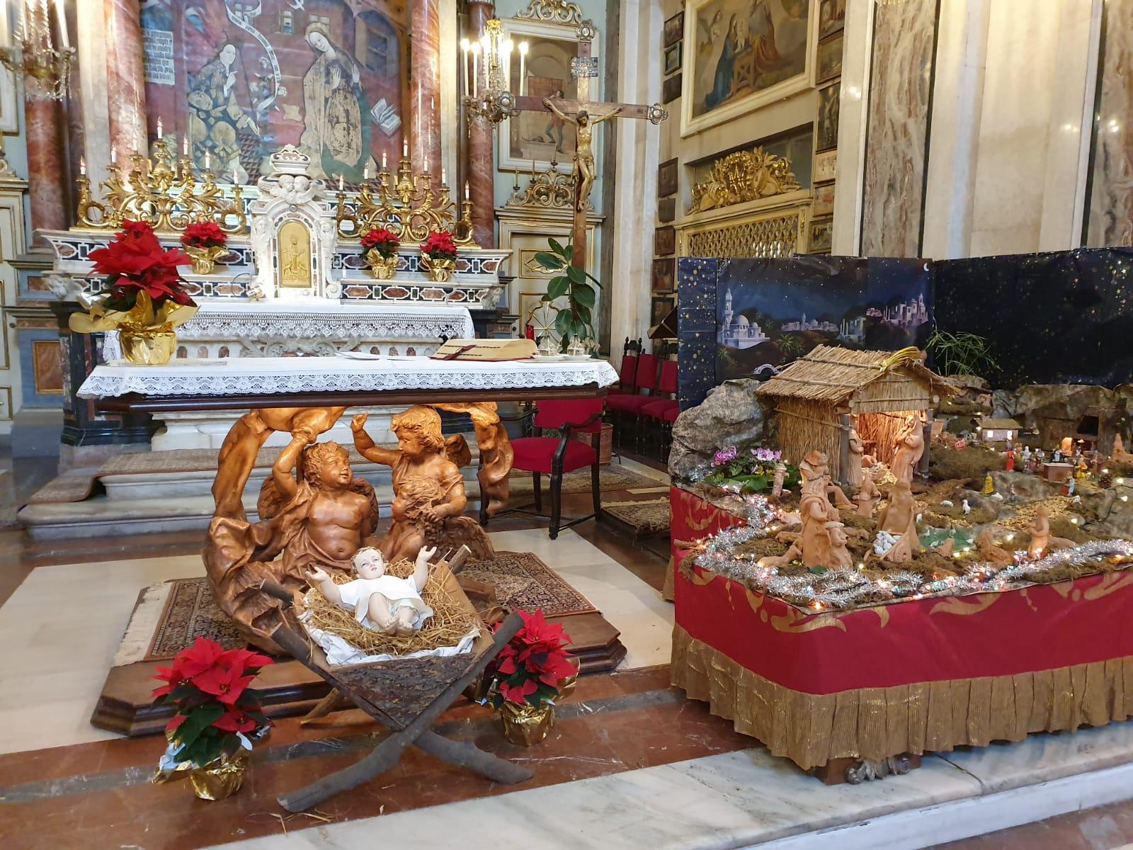 altare culla presepe