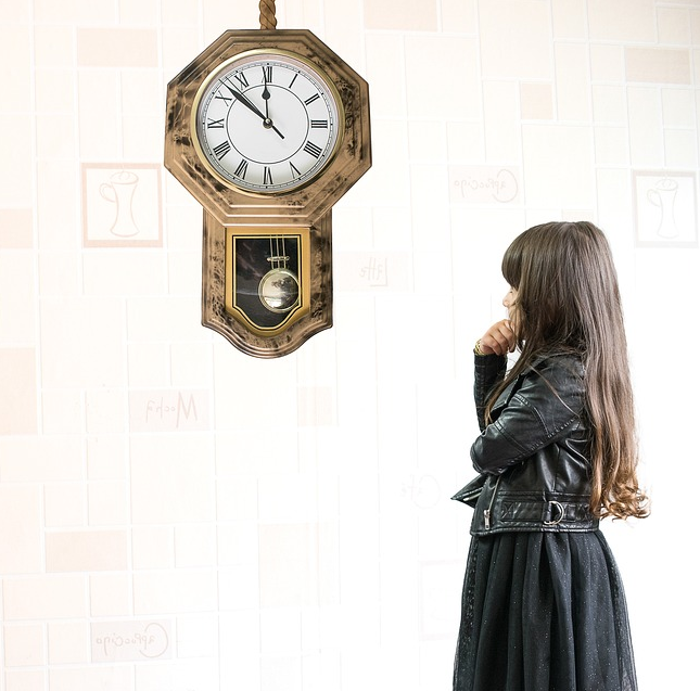 orologio e bimba